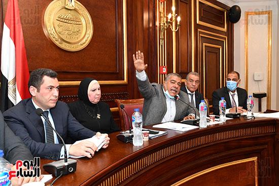 اجتماع لجنة الصناعة (11)