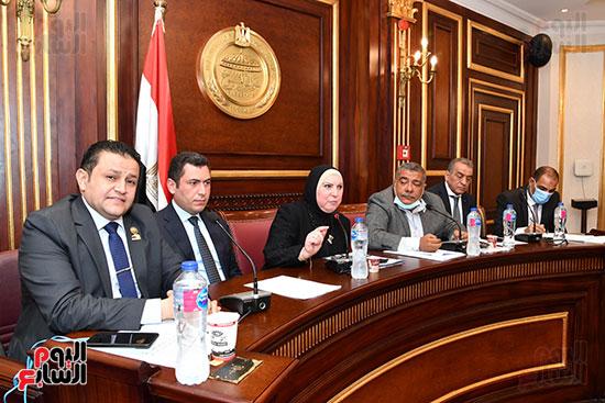 اجتماع لجنة الصناعة (8)