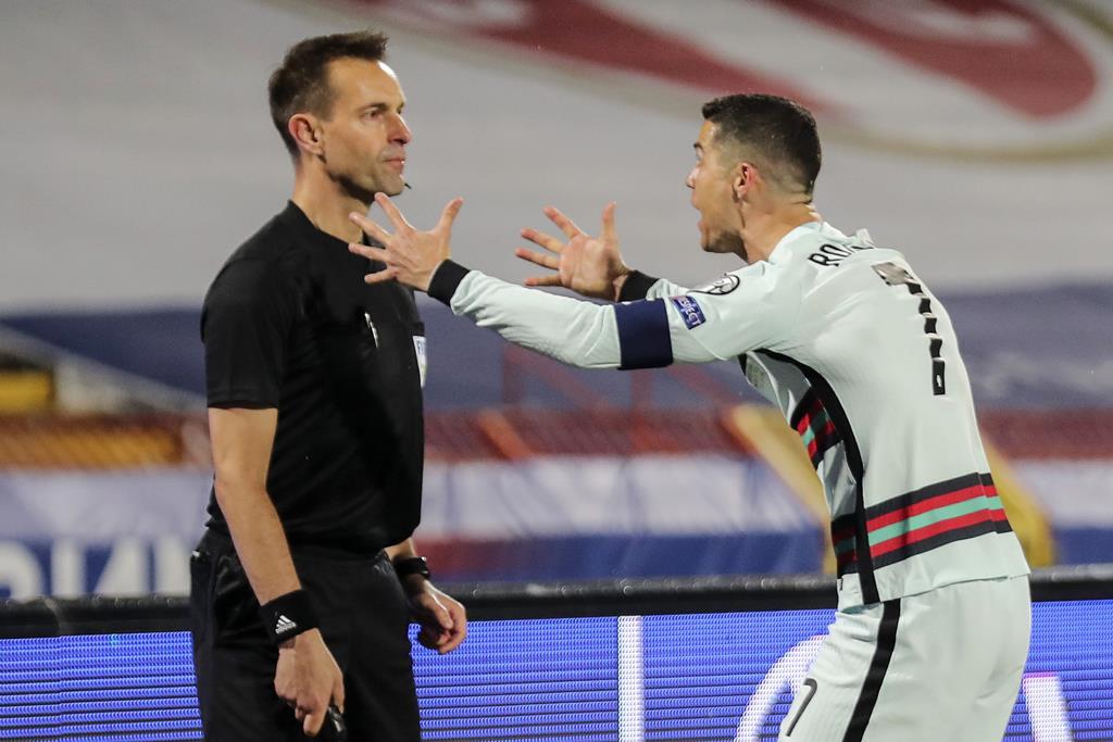 رونالدو يعترض على عدم احتساب الهدف