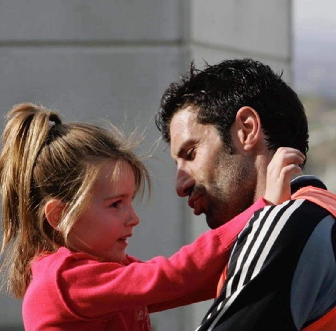 لويس فيجو وابنته وهى طفلة