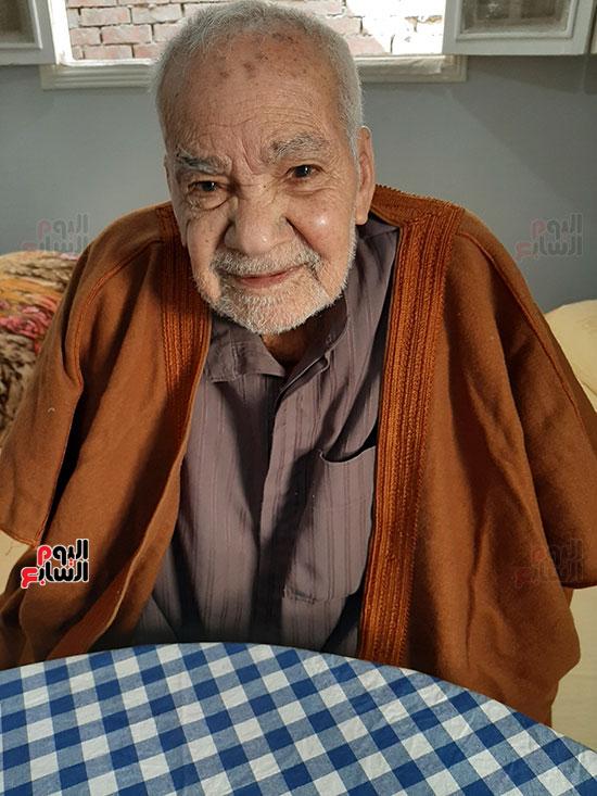 محمد عبد الفتاح إبراهيم 90 عاما (3)