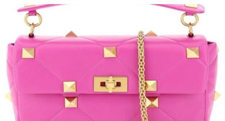 حقائب بألوان زاهية