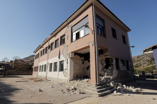 أضرار مادية كبيرة بسبب زلزال بقوة 6.3 ضرب اليونان (2)