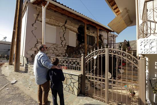 أضرار مادية كبيرة بسبب زلزال بقوة 6.3 ضرب اليونان (4)
