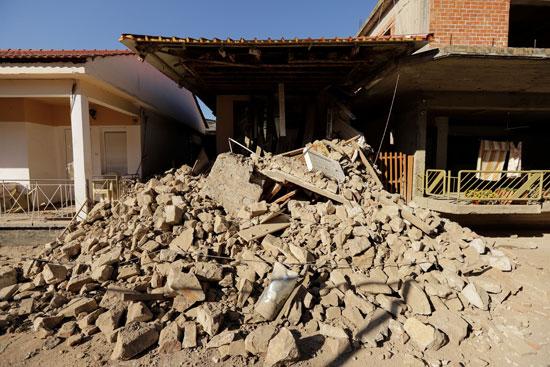 أضرار مادية كبيرة بسبب زلزال بقوة 6.3 ضرب اليونان (1)