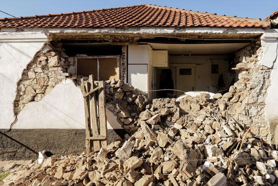 أضرار مادية كبيرة بسبب زلزال بقوة 6.3 ضرب اليونان (5)