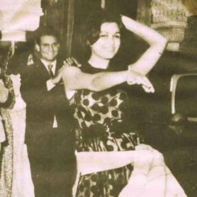 عبد الحليم حافظ يصفق على رقص سعاد حسنى
