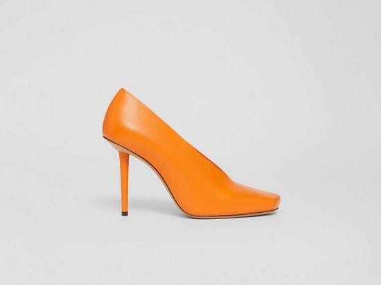 حذاء مصنوع من جلد الخراف