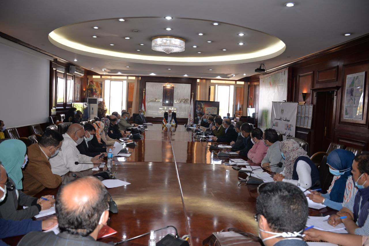 جلسة المجلس التنفيذى بالأقصر (1)