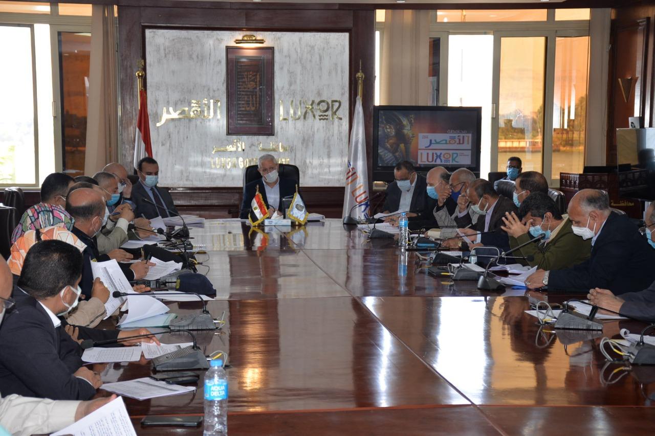 جلسة المجلس التنفيذى بالأقصر (3)