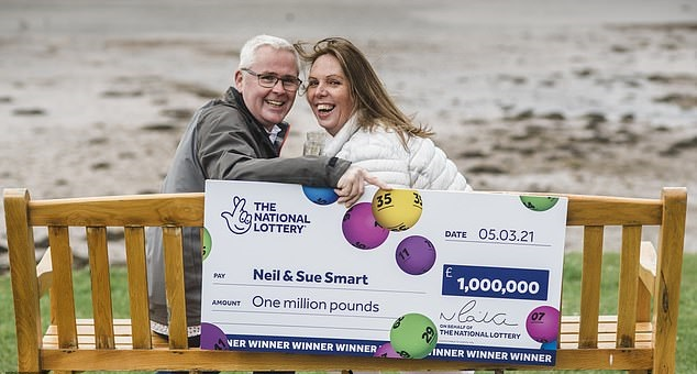 زوجان يربحان جائزة يانصيب مليون جنية أسترلينى  (1)
