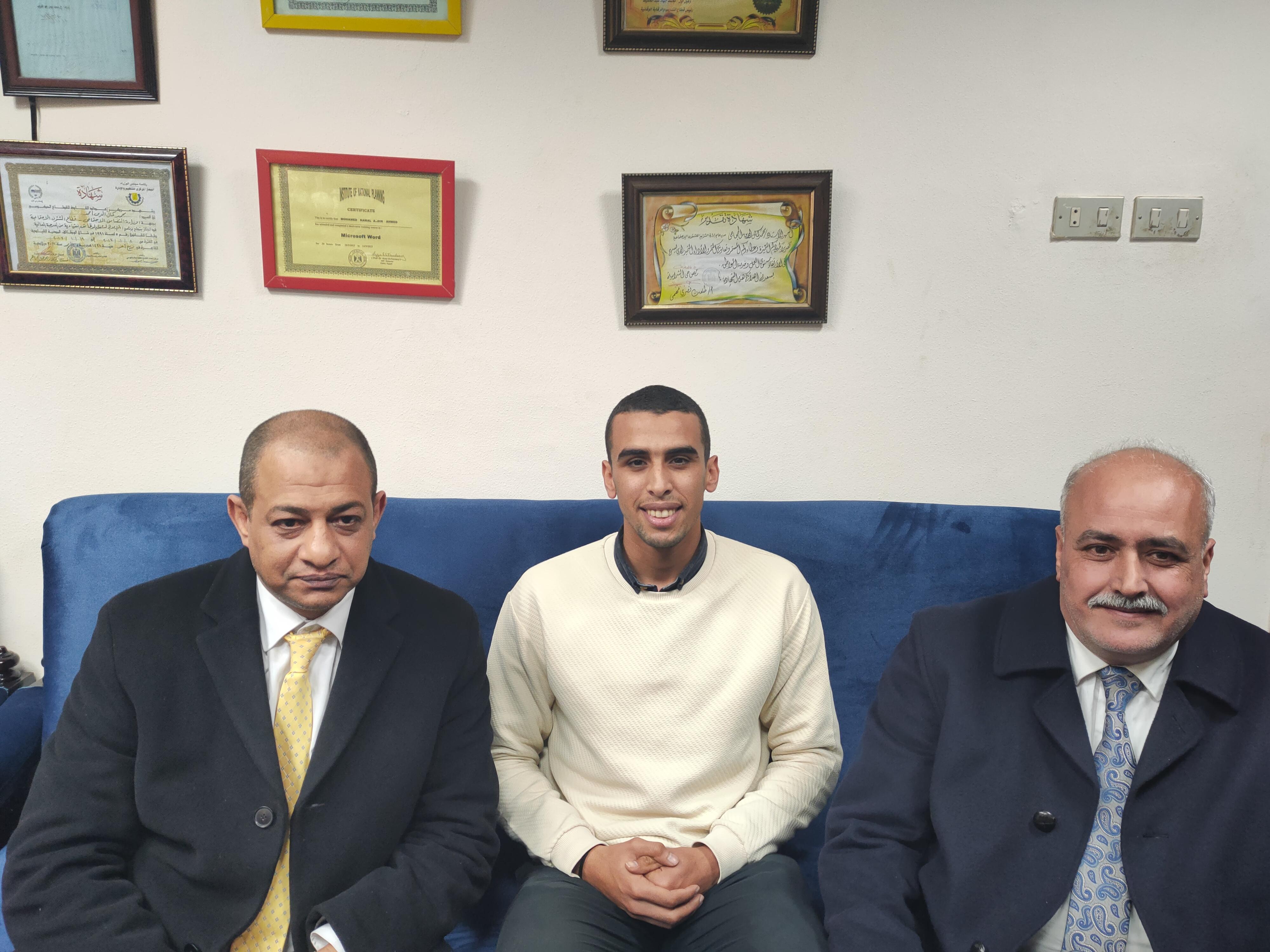 عبدالله شكري أول شاب من نزلاء دار لرعاية الأيتام يتم تعيينه معيد بجامعة الزقازيق