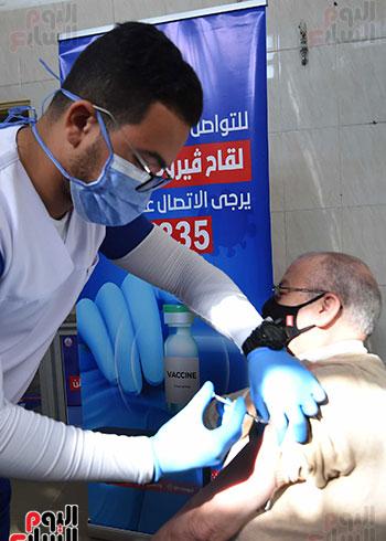 الدكتور مصطفى مدبولي يتابع حملة تطعيم المواطنين أصحاب الأمراض المزمنة وكبار السن بلقاح كورونا (9)