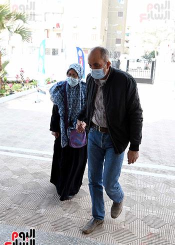 الدكتور مصطفى مدبولي يتابع حملة تطعيم المواطنين أصحاب الأمراض المزمنة وكبار السن بلقاح كورونا (1)