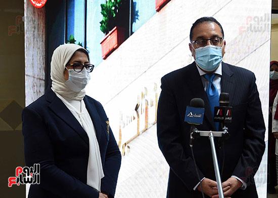 الدكتور مصطفى مدبولي يتابع حملة تطعيم المواطنين أصحاب الأمراض المزمنة وكبار السن بلقاح كورونا (19)