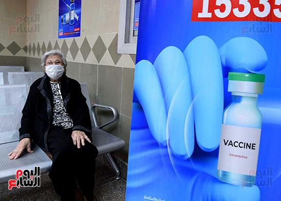 الدكتور مصطفى مدبولي يتابع حملة تطعيم المواطنين أصحاب الأمراض المزمنة وكبار السن بلقاح كورونا (7)