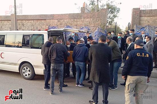 جثمان اللواء كمال عامر (1)