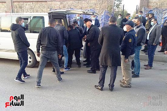 جثمان اللواء كمال عامر (5)