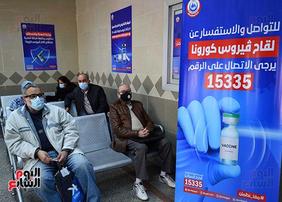 الدكتور مصطفى مدبولي يتابع حملة تطعيم المواطنين أصحاب الأمراض المزمنة وكبار السن بلقاح كورونا (4)