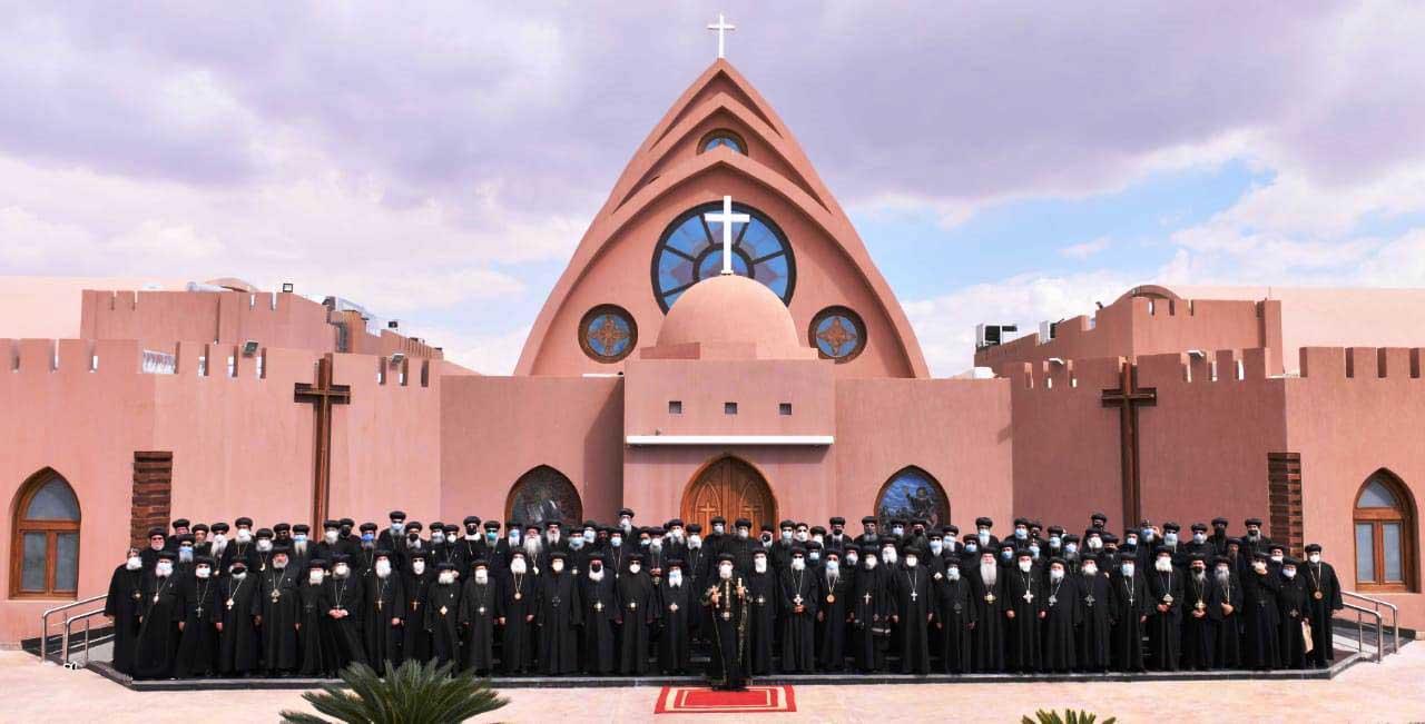 البابا تواضروس يترأس المجمع المقدس بدير الأنبا بيشوى  (1)