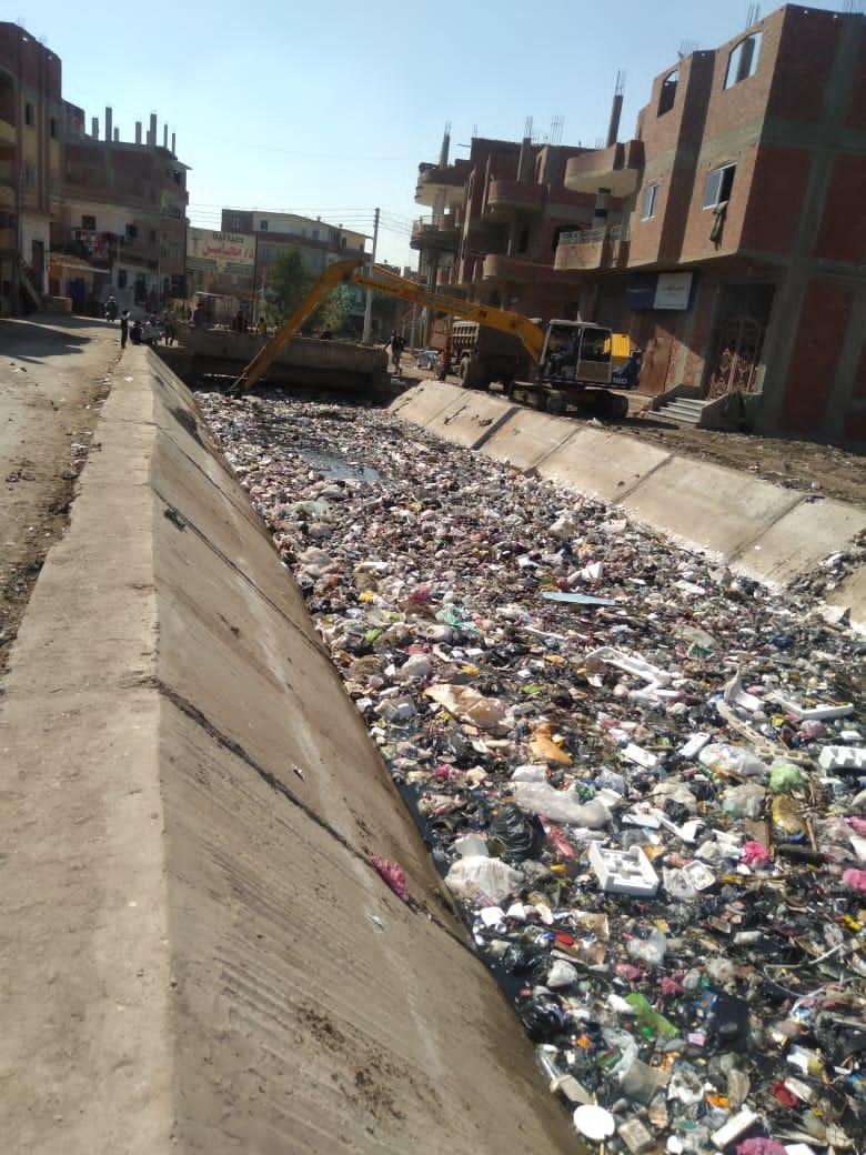 إلقاء القمامة فى الترع بعد تبطينها (2)