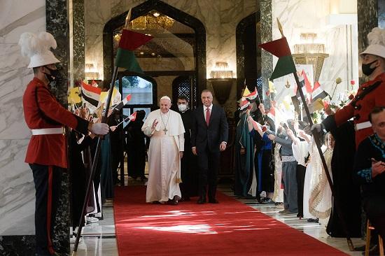 جانب من استقبال البابا فرنسيس بقصر بغداد