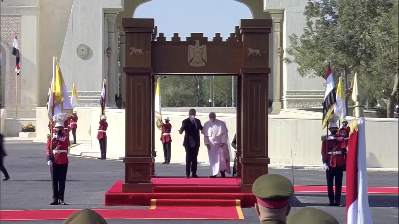 بابا الفاتيكان يلتقى الرئيس العراقى برهم صالح