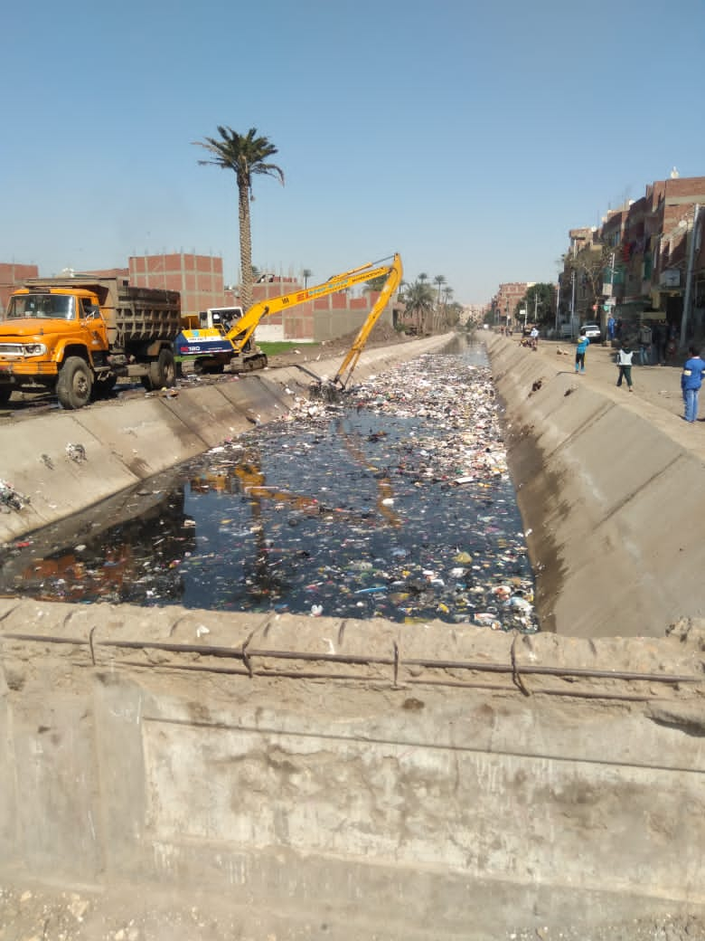 إلقاء القمامة فى الترع بعد تبطينها