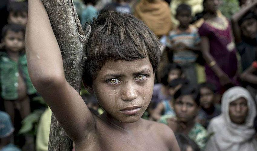 طفل لاجئ يبكى