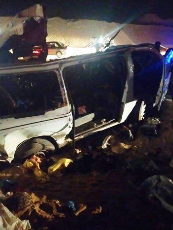 حادث تصادم سيارة ميكروباص بأخرى نقل