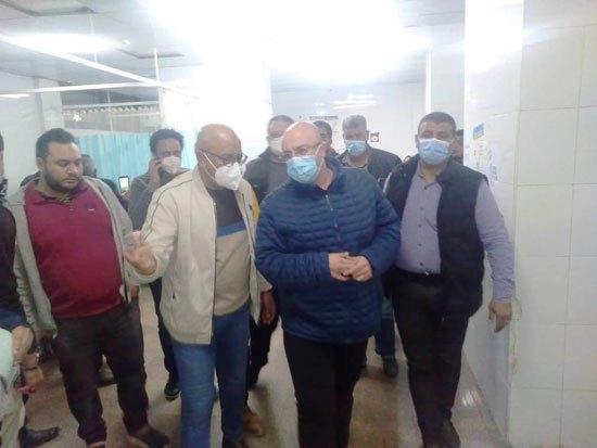 محافظ بني سويف يصل المستشفى لمتابعة حالة المصابين