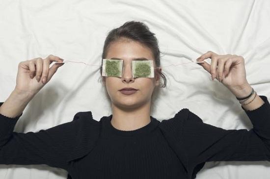 وصفات طبيعية لعلاج الهالات السوداء وانتفاخ العيون (2)