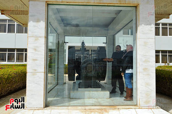 أول وحدة لتوليد الكهرباء داخل وحدة زجاجى