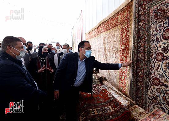 رئيس الوزراء يتفقد مشروعات حياة كريمة بالمنوفية (3)