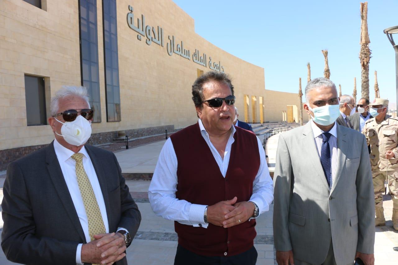 وزير التعليم العالى ومحافظ جنوب سيناء خلال الجولة