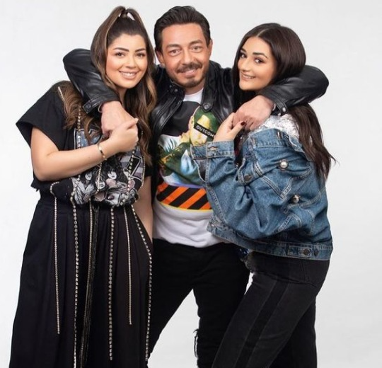 احمد زاهر مع بناته فى صورة جديدة