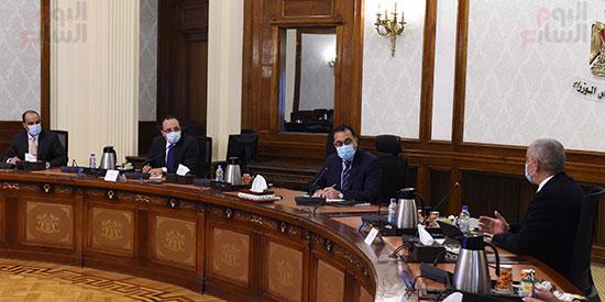 رئيس الوزراء يلتقى الرئيس التنفيذى لمجموعة العربى (5)