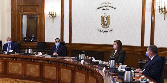 رئيس الوزراء يلتقى رئيس لجنة الشئون الاقتصادية بالبرلمان  (4)