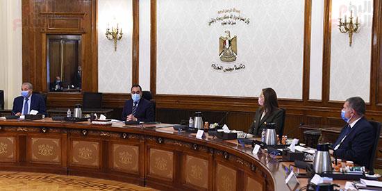 رئيس الوزراء يلتقى رئيس لجنة الشئون الاقتصادية بالبرلمان  (5)