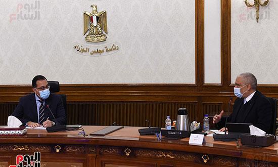 رئيس الوزراء يلتقى الرئيس التنفيذى لمجموعة العربى (3)