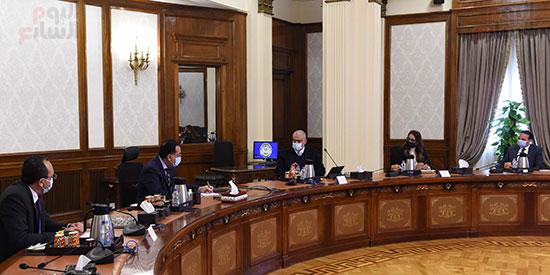 رئيس الوزراء يلتقى الرئيس التنفيذى لمجموعة العربى (6)