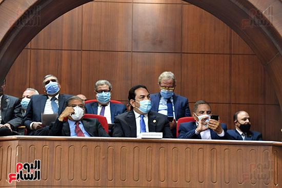 أعضاء الشيوخ بالجلسة العامة