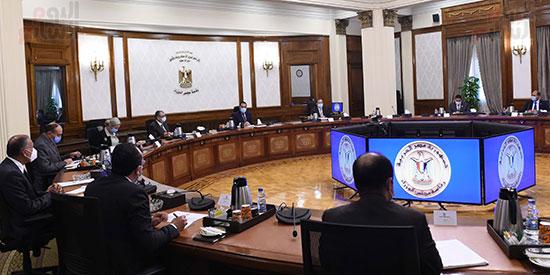 الدكتور مصطفى مدبولى مع رؤساء اللجان النوعية بمجلس النواب (1)