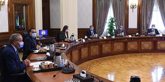 رئيس الوزراء يلتقى رئيس لجنة الشئون الاقتصادية بالبرلمان  (3)