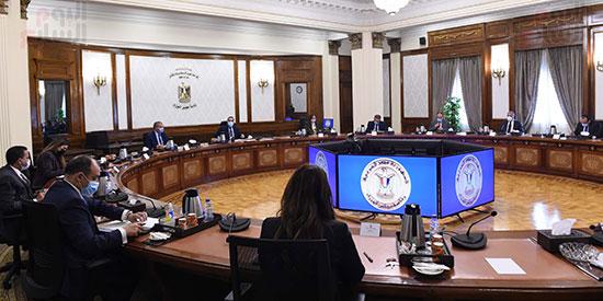 رئيس الوزراء يلتقى رئيس لجنة الشئون الاقتصادية بالبرلمان  (1)