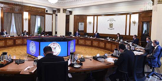 رئيس الوزراء يلتقى رئيس لجنة الشئون الاقتصادية بالبرلمان  (6)