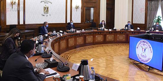 رئيس الوزراء يلتقى رئيس لجنة الشئون الاقتصادية بالبرلمان  (2)
