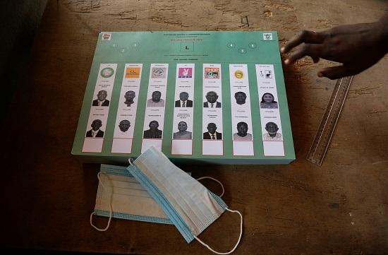 الكمامة حاضرة في الانتخابات