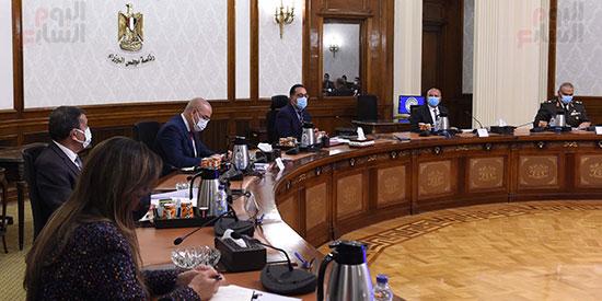 رئيس الوزراء يتابع موقف تنفيذ مشروعات العاصمة الإدارية الجديدة (2)