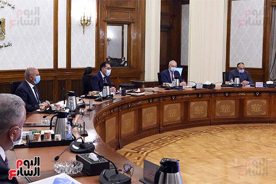 رئيس الوزراء يترأس الاجتماع الأول للمجلس الأعلى للموانئ  (5)